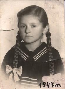 Celestyna Dobrzańska- w mundurku szkolnym