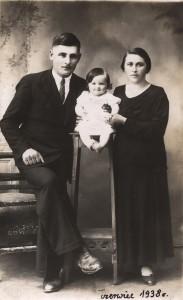 Celestyna Dobrzańska z rodzicami- 1938